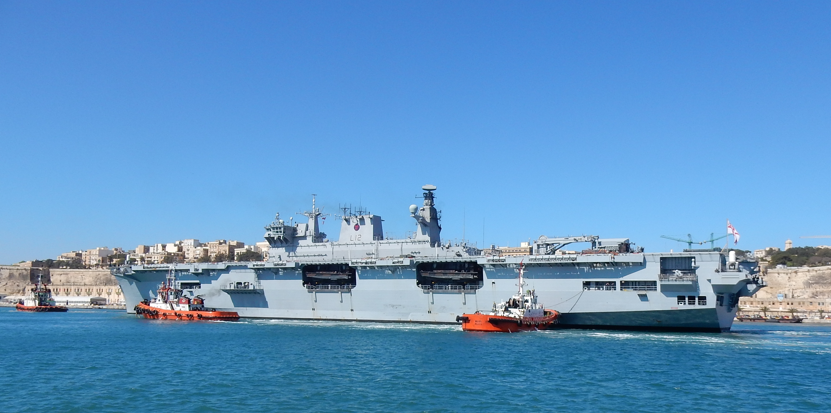 Helicopter carrier HMS Ocean (L12) 2627490