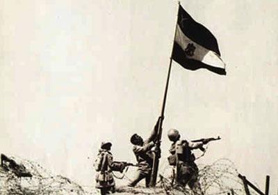 الامن القومى العربى فى ظل تحديات اسرائيل النوويه Raising-the-Egyptian-flag-October-War
