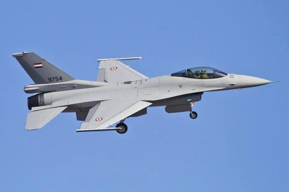 الولايات المتحدة تسلم مصر 8 طائرات F-16 F16-block-52