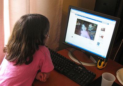 فيس بوك يطلق خدمة التعليق عن طريق الصور  Childrens-use-of-Facebook