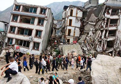 70 قتيلا و731 مصابًا وانهيار 20 ألف منزل حصيلة زلازل الصين Earthquake-in-China