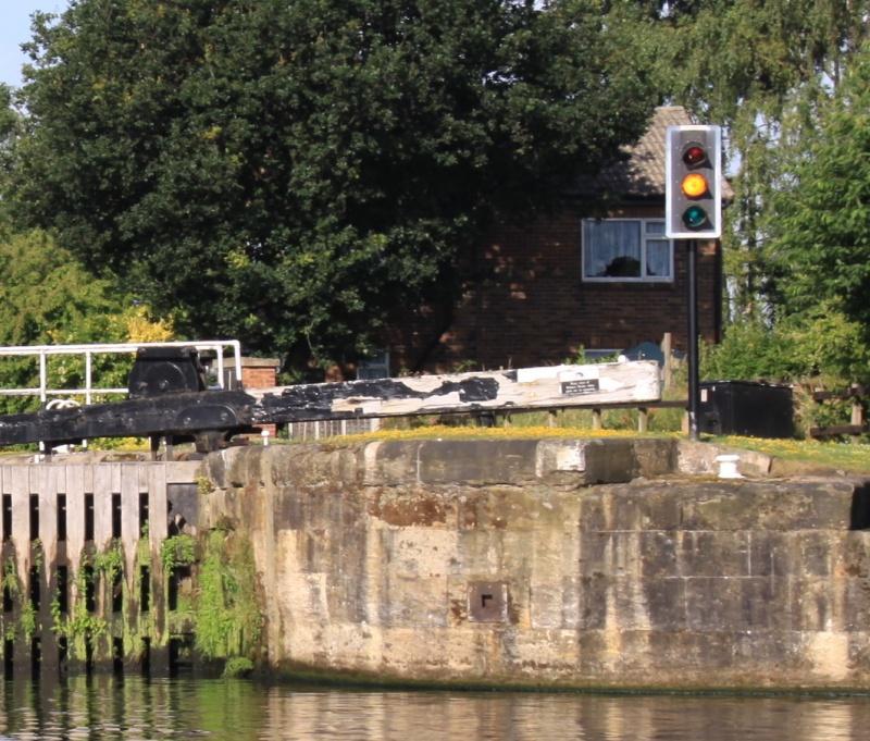 Kratki kurs o ustavama na engleskim kanalima 05-1-semafor-zoom