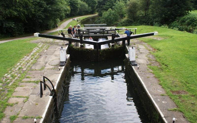 Kratki kurs o ustavama na engleskim kanalima 21-dvodelna-vrata-ladji-