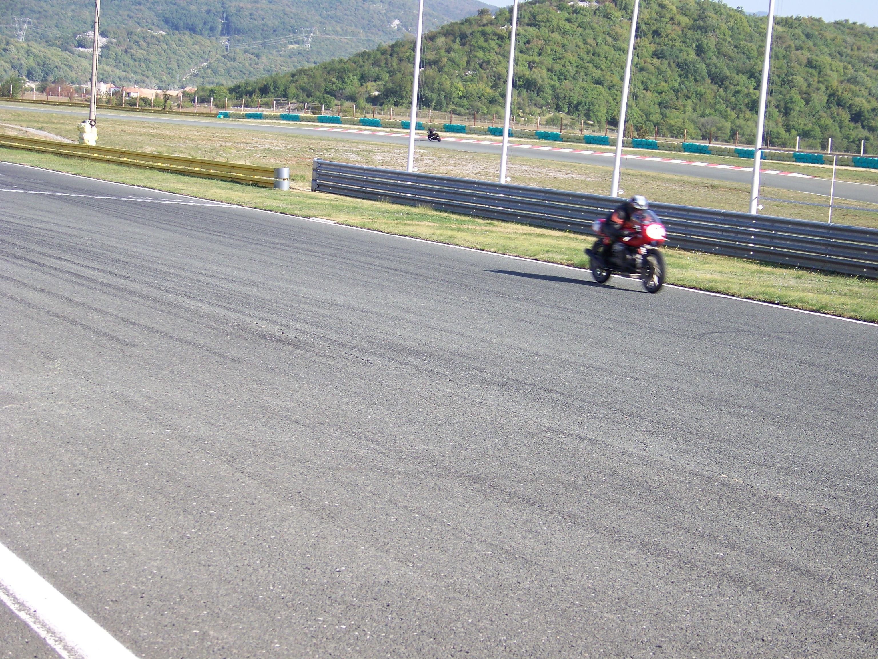 Tudi Slovenski Guzzi se vozi na dirkah 1002774