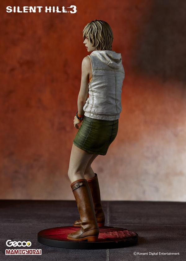 HUDSONec, Collectionneur & Passionné -> part 3 - Page 8 Heather_statue_gecco_03