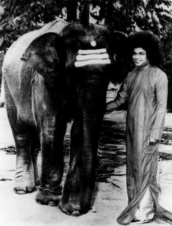 சத்ய சாய்பாபா – வாழ்க்கை குறிப்புகள் (அரிய புகைப்படங்கள்) Sai1-2