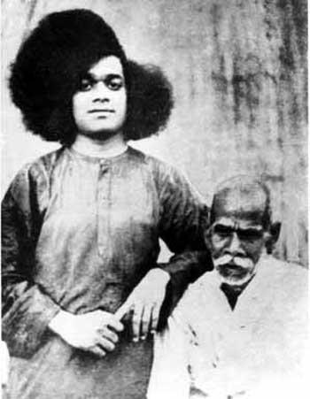 சத்ய சாய்பாபா – வாழ்க்கை குறிப்புகள் (அரிய புகைப்படங்கள்) Sai1-3