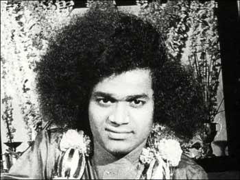 சத்ய சாய்பாபா – வாழ்க்கை குறிப்புகள் (அரிய புகைப்படங்கள்) Sai1-7