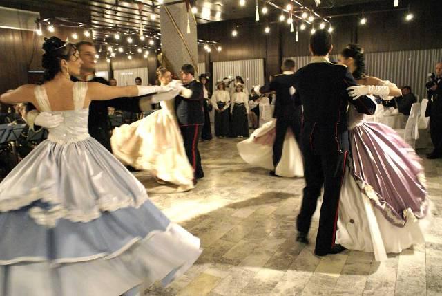 Ples,muzika igra Sofijin-bal