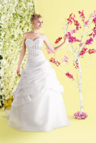 فساتين الزفاف بالالوان ولا اروع 14_0