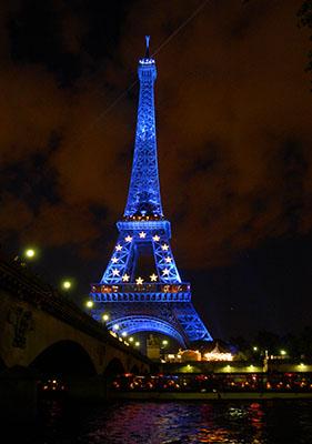 Francuska  10-30-pm-near-eiffel-tower