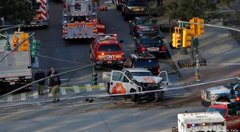 """8 dead in the process of run over and fire in New York .. And Trump refers to the """"urging"""" 20171101_094029-946"""