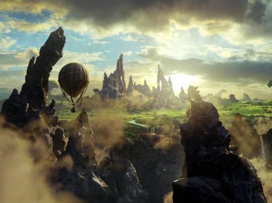 Le Monde Fantastique d'Oz [Disney - 2013] - Page 4 Oz-Great-and-Powerful-balloon-550x412