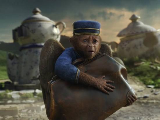 Le Monde Fantastique d'Oz [Disney - 2013] - Page 4 Oz-Great-and-Powerful-monkey-550x412