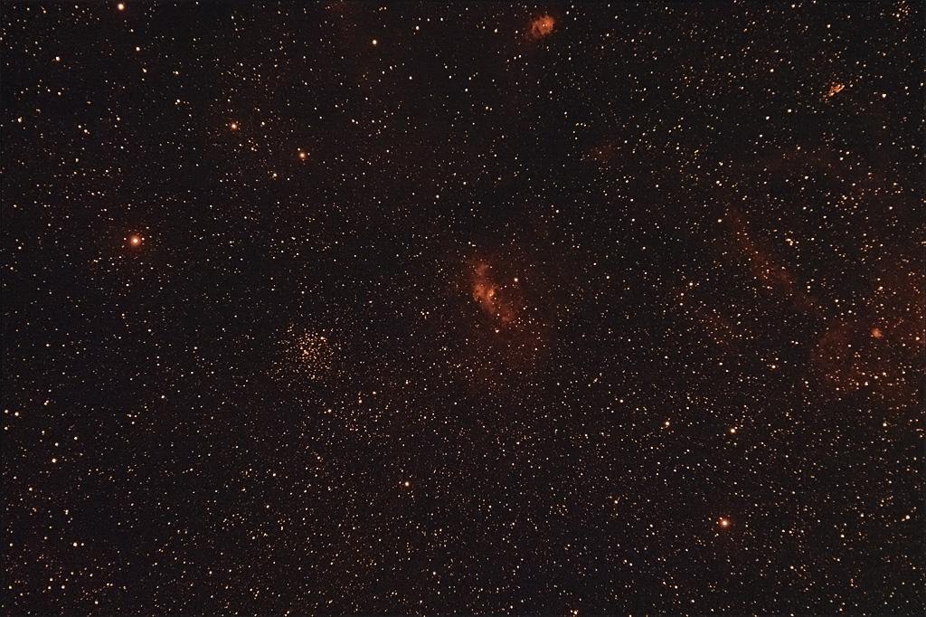 17 Septembre 2010 - Bubble Nebula dans Cassiopée Bubblenebulaetoileup