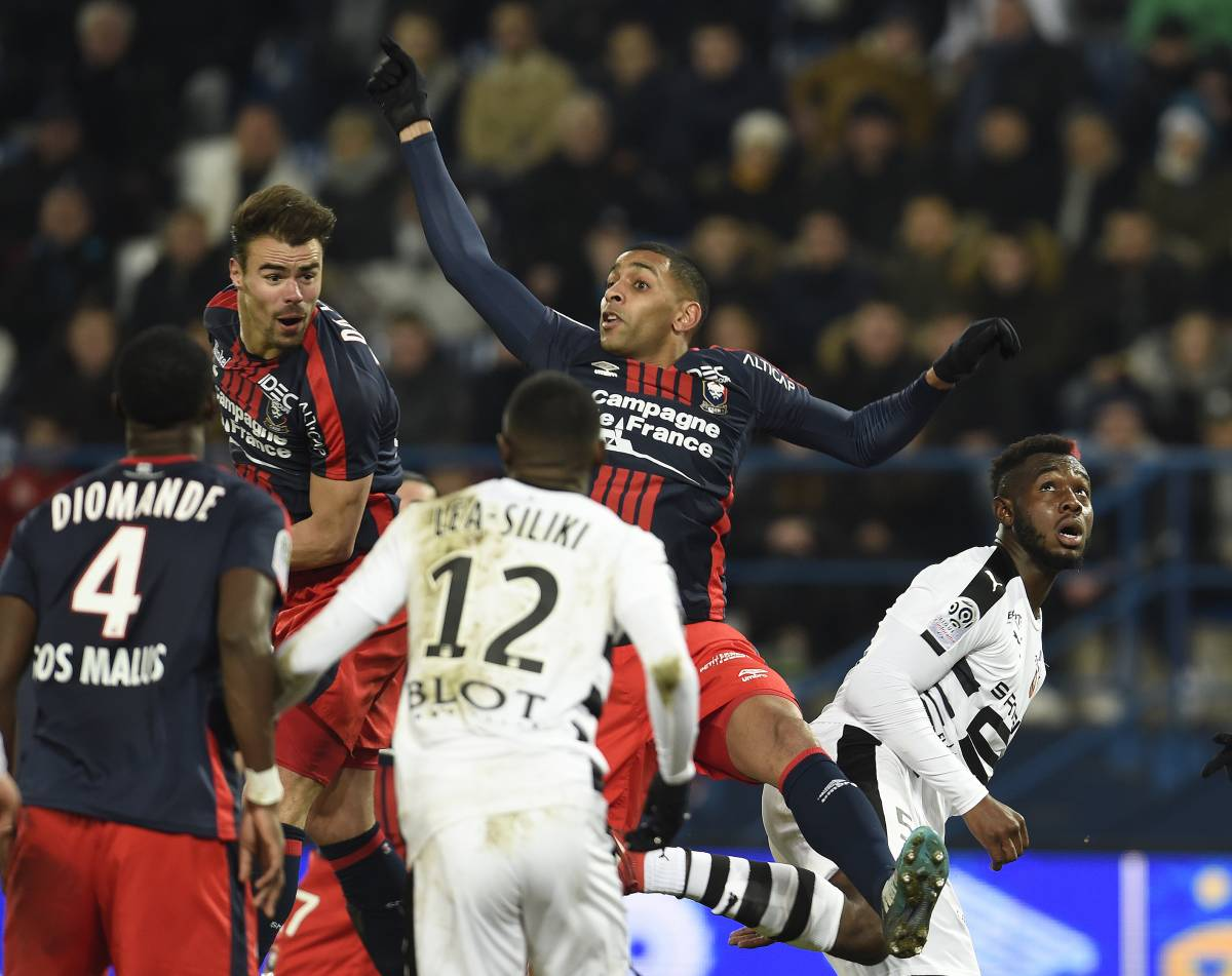 [27e journée de L1] Dijon FCO 2-0 SM Caen  Da_silva_rodelin_dans_les_airs_1