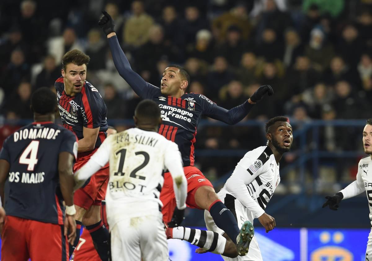[34e journée de L1] FC Metz 1-1 SM Caen  Da_silva_rodelin_dans_les_airs_2