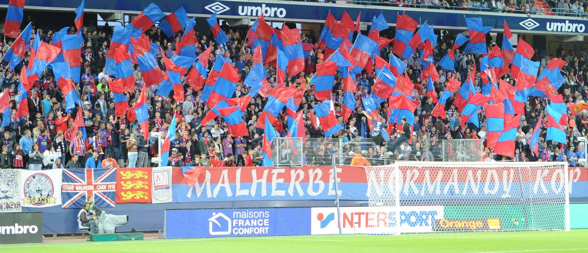 [38e journée de L1] SM Caen 0-0 Paris SG Mnk_drapeaux_bleu_et_rouge_1_0