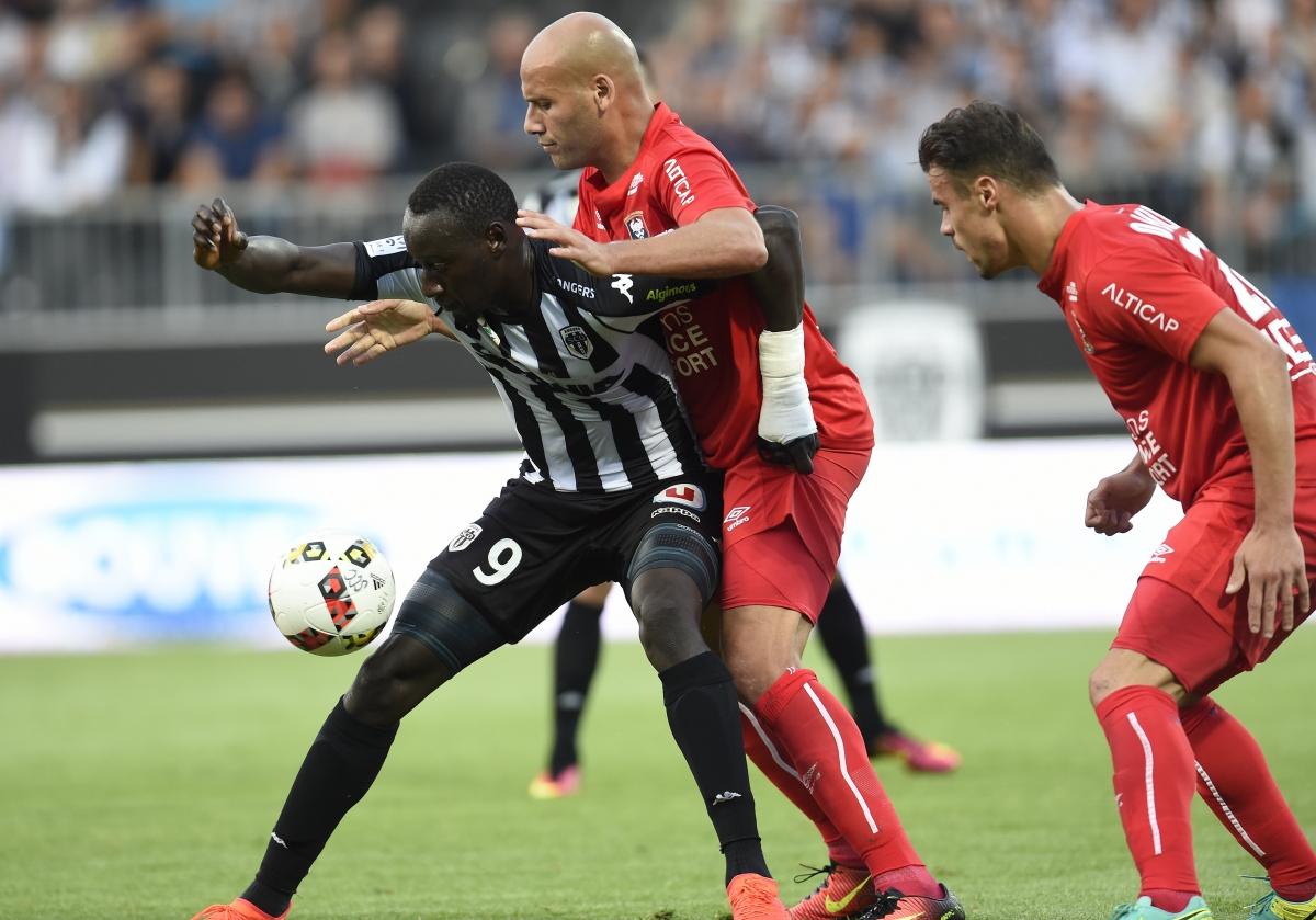 [28e journée de L1] SM Caen 2-3 Angers SCO Yahia_diedhiou_1
