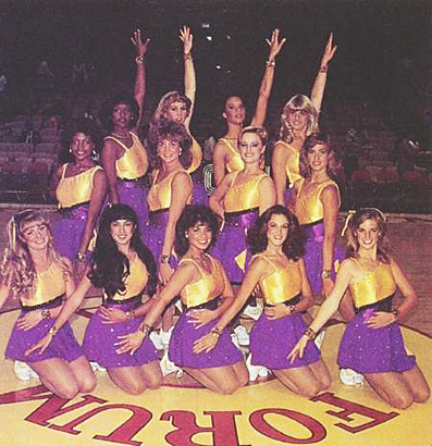 FOTOS GUAPAS Y ROCKERAS - Página 2 Paula-abdul-LA-lakers-1985-photo-GC