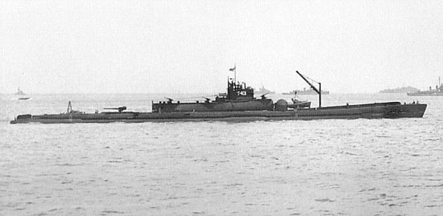 الغواصة اليابانية الحاملة للطائرات Sen Toku I-400-class  + فيديوهات HD  نادرة  و لاول مرة 282C2FA200000578-3062833-The_400_foot_Sen_Toku_class_vessel_among_the_largest_pre_nuclear-m-170_1430410043524