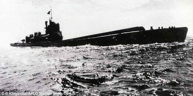 الغواصة اليابانية الحاملة للطائرات Sen Toku I-400-class  + فيديوهات HD  نادرة  و لاول مرة 282C2FA600000578-0-image-a-153_1430407966822