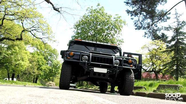 """HUMMER H1 1996: UN MILITAIRE EN SMOKING"" vu par soapcars Hummer-on-the-road-650x365"