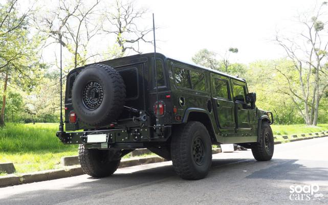 """HUMMER H1 1996: UN MILITAIRE EN SMOKING"" vu par soapcars Hummer-wagon-641x401"