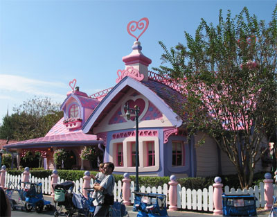 Toontown (Disneyland Park/ Magic Kingdom) Wdw_minies_house1