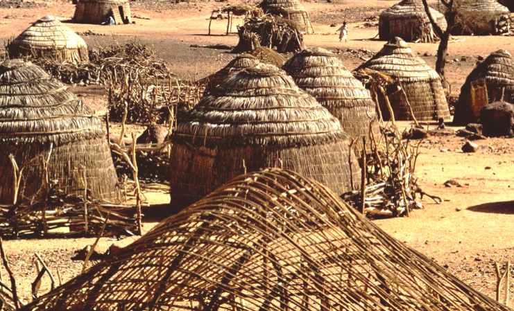 Afrika - Page 16 Africa_Nigerian_village_huts