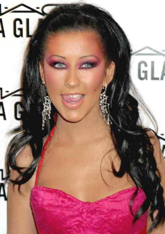mejor look de xtina Christina_aguilera_sultry_dark_hair