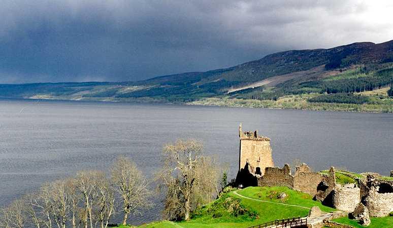 Champ - čudovište iz jezera Champlain - Page 2 Loch_Ness_Urquhart_Scotland