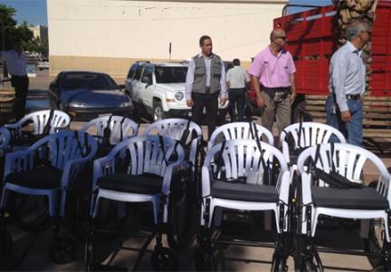 Sonora - Recibe Sonora 247.5 millones de pesos para combate a la pobreza Entregan-sillas_432_300