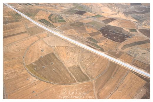 Ancient Stone Circles In Middle East Baffle Archaeologists Big_circles_mideast_3