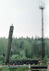 Topol-M (SS-27): Topol-m-truck-vertical-bg