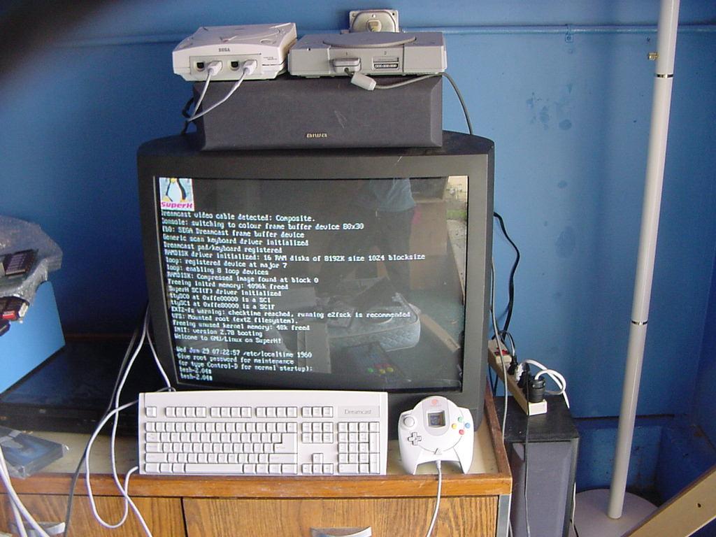 Dreamcast - Transforme o Dreamcast em um mini pc simples com linux Dclinux2