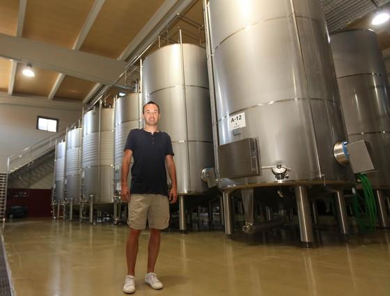 """صور """" الاندريس """"يقضي اجمل سنواتهـ يفتتح مصنع للنبيذ وغداً ذكرى هدفة في نهائي المونديال  1310322710284"""