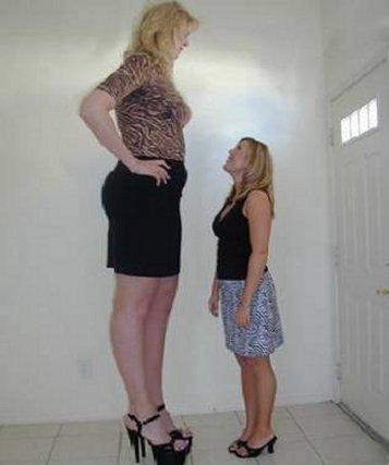 Fotografi për të qeshur... - Faqe 2 Worlds%20tallest%20woman%203