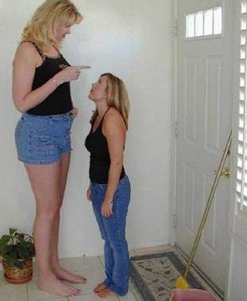 Fotografi për të qeshur... - Faqe 2 Worlds%20tallest%20woman%204