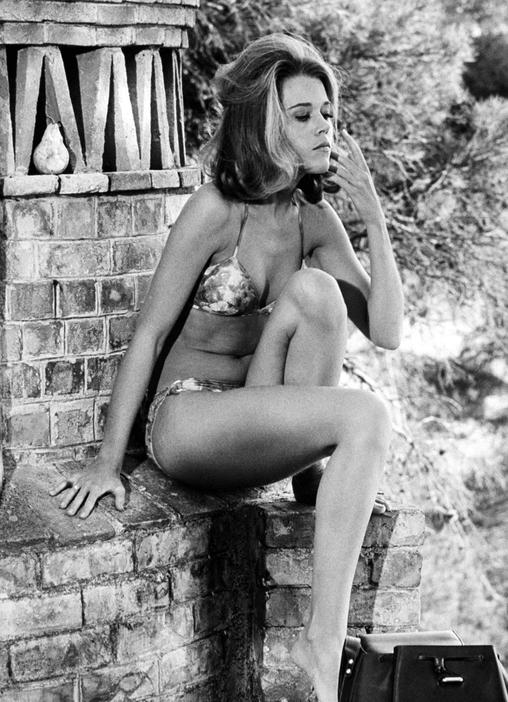 Actrices en bikini Fonda_Jane_035