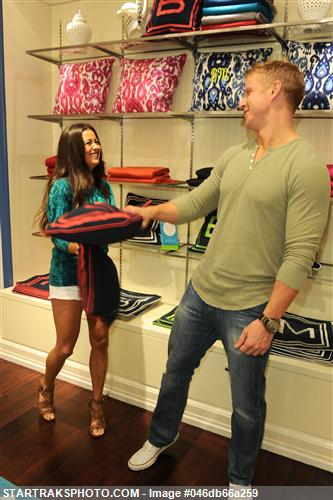 Sean & Catherine Lowe - Pictures - No Discussion 046db66a259