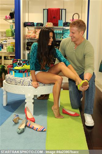 Sean & Catherine Lowe - Pictures - No Discussion 4a23907bacc