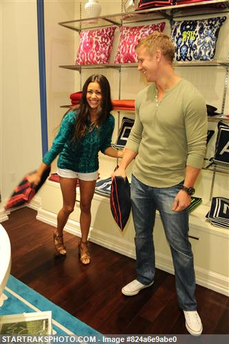 Sean & Catherine Lowe - Pictures - No Discussion 824a6e9abe0