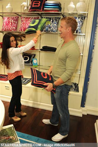Sean & Catherine Lowe - Pictures - No Discussion 98c93f6ee86