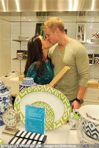 Sean & Catherine Lowe - Pictures - No Discussion Cf2680c5bea