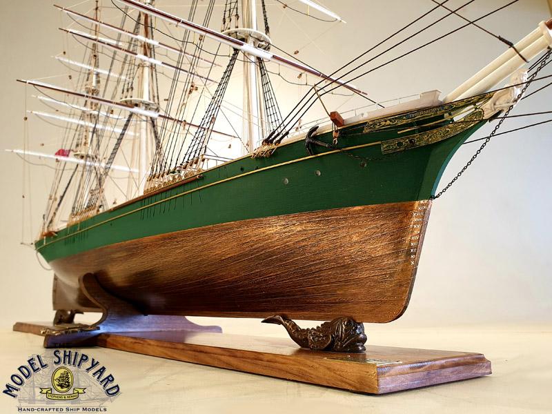 Cerco piani costruttivi Thermopylae (scala generosa) Thermopylae-Wooden-Scale-Model-Ship-Bow-View