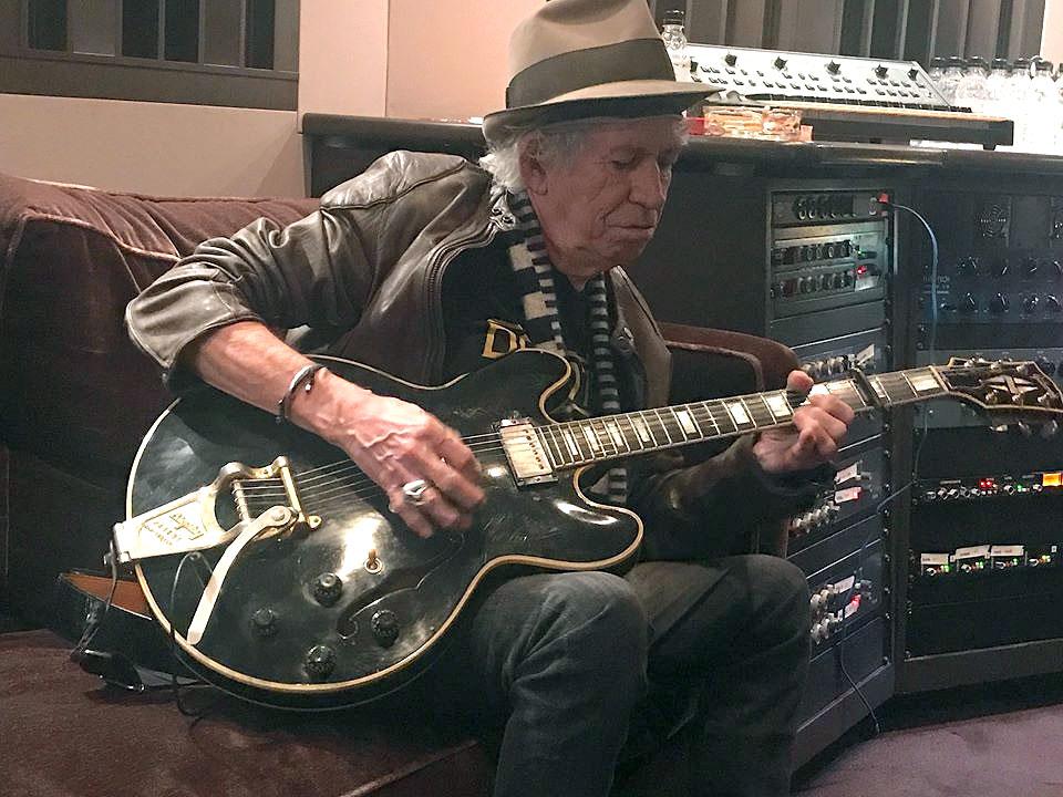 The Rolling Stones. - Página 19 Keith-studio-12-2017