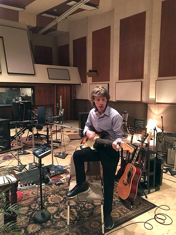 The Rolling Stones. - Página 19 Mick-studio-12-2017