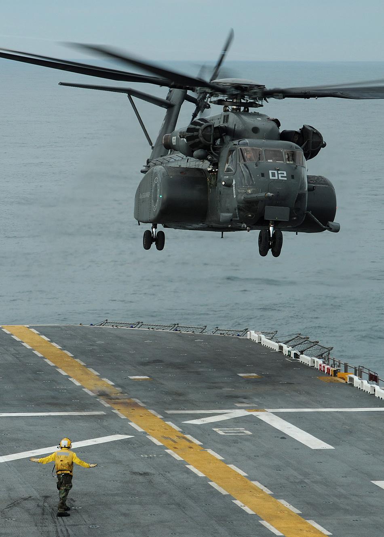 USA MH-53E-Sea-Dragon-04-2011