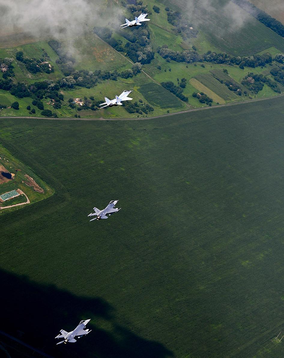 Ukrainian Armed Forces / Zbroyni Syly Ukrayiny - Page 2 Flying-the-safe-skies-08-2011